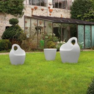 Fotele ogrodowe BABA' JR dostępne w kilku kolorach. Projekt: Andrea Radice&Folco Orlandini. Fot. Domitalia.