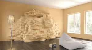 Ściany można ozdobić zarówno poprzez określone malowane wzory, jak i charakterystyczne struktury wykonane z płyt betonowych oraz tynków wapiennych.