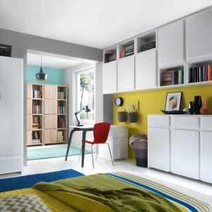 System Possi marki Black Red White to indywidualnie zaprojektowana strefa przechowywania, odpowiednia dla każdego wnętrza. Dzięki niemu możemy wygospodarować miejsce nie tylko dla ubrań, ale i całego zbioru książek czy dokumentów. Fot. Black Red White.
