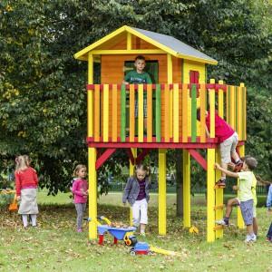 Drewniany domek Jakob to doskonałe miejsce zabaw dla najmłodszych. Mebel dostępny w ofercie sieci sklepów Praktiker. Fot. Praktiker.