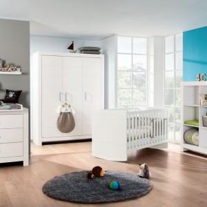 Dzieci lubią szuflady, z których mogą bezproblemowo korzystać. Warto jest umieścić w nich specjalne wkłady, które wydzielą mniejsze powierzchnie. Pozwoli to rozmieścić w nich mniejsze zabawki oraz zapobiegnie tworzeniu się wewnątrz bałaganu. Fot. Paidi.