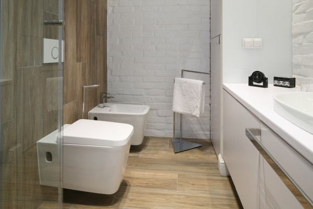 Cegła w łazience: zobaczcie propozycje architektów