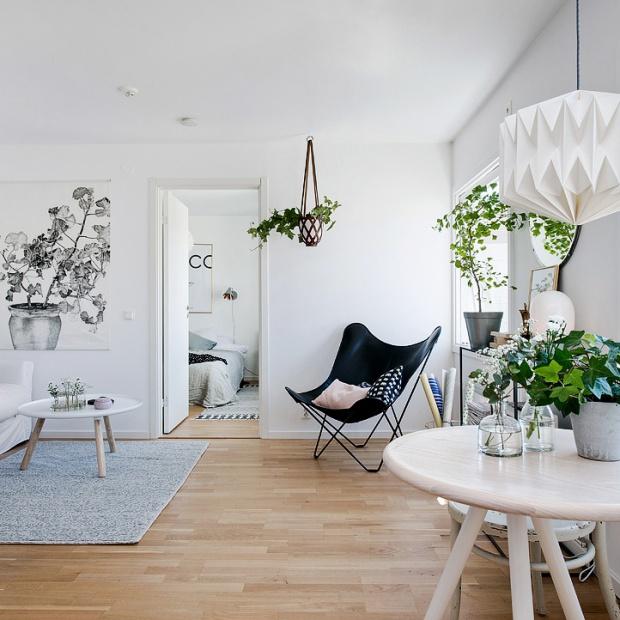 Małe wnętrze - w bieli i drewnie