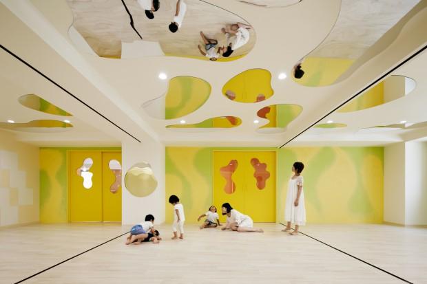 W marcu 2015 roku do użytku zostało oddane niezwykłe przedszkole zaprojektowane w Tokio przez znanego japońskiego architekta, Moriyuki Ochiai. Aranżacja obiektu sprzyja nie tylko zabawie, ale także edukacji.