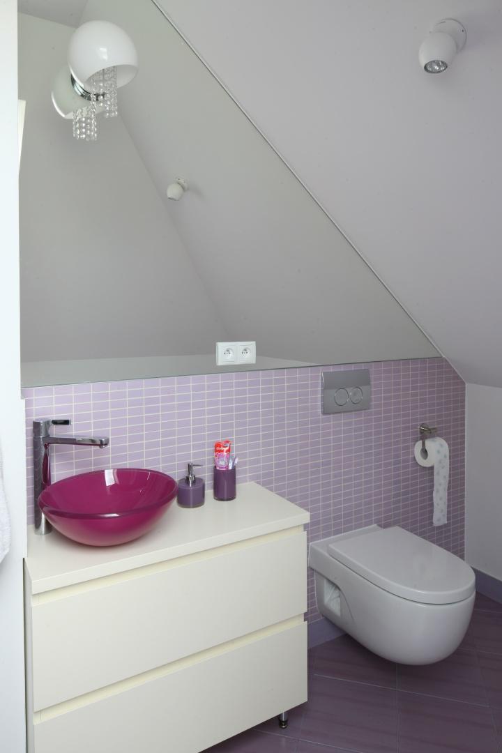 Mała łazienka Na Poddaszu Piękne Kolorowe Wnętrze