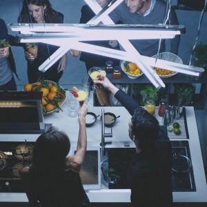 Kolekcja Crystal. Zlewozmywak, płyta grzewcza i piekarnik - wyjątkowe połączenie elegancji z innowacyjną technologią, które idealnie sprawdza się w przestrzeni kuchennej, subtelnie łączącej się z salonem. Perfekcyjne wykończenie każdego elementu z linii Crystal sprawia, że strefa gotowania nabiera szyku i niepowtarzalnego charakteru. Fot. Franke.