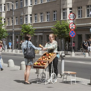 Zaprojektowane przez grupę projektową Razy2 Nano-handel to lekkie stoisko-wózek dla drobnych sprzedawców. Fot. Gdynia Design Days.