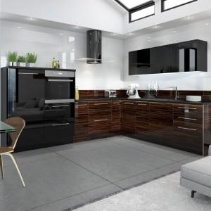W przypadku tego systemu kuchennego duży nacisk położyliśmy na praktyczne wykorzystanie przestrzeni przy równoczesnym zaakcentowaniu piękna detali. Kuchnia Vertigo Line kryje w sobie także innowacyjne rozwiązania techniczne. Jej wyposażenie stanowią akcesoria firmy Peka, Blum. Fot. Stolkar.