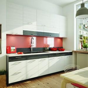 System kuchenny Fresh idealnie pasuje do każdego wnętrza i pozwala maksymalnie wykorzystać przestrzeń. Nowoczesne wzornictwo i bogata kolorystyka pozwolą w pełni spersonalizować każdą kuchnię. Fot. Stolkar.