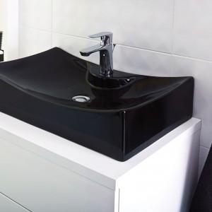 Nablatowa, czarna umywalka Lichinga to ciekawa alternatywa dla tradycyjnej, białej ceramiki. Fot. Castorama.