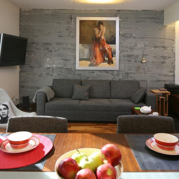 20 pomysłów na ścianę w salonie