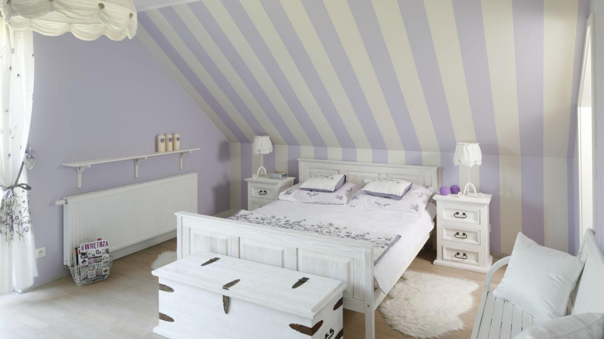 W przestronnej sypialni na...  Elegancka sypialnia. Piękne wnętrza z polskich domów  Strona: 9