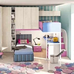 Łóżko piętrowe może stanowić część całościowej zabudowy, która pozwala zaaranżować całe wnętrze. Rozwiązanie jest bardzo praktyczne i atrakcyjne. Fot. Colombini Casa.