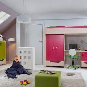 W ofercie producentów jest mnóstwo łóżek na antresoli, przeznaczonych dla jednego dziecka. W takim modelu posłanie jest zazwyczaj na piętrze, natomiast na dole - biurko lub szafa. Zestaw mebli Hihot marki BRW. Fot. Black Red White.