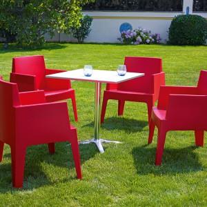Krzesła z kolekcji Box marki Siesta dostępne jest w kilku kolorach. Fot. Siesta.