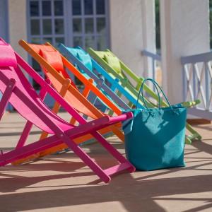 Krzesła ogrodowe Cannes hiszpańskiej marki Balliu dostępne są w wielu różnych kolorach. Krzesła posiadają cztery stopnie regulacji, dzięki czemu możemy dostosować siedzisko do naszych potrzeb. Fot. Balliu.
