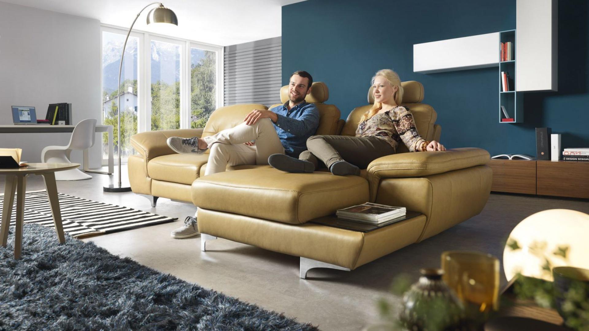 Move to esencja elegancji i funkcjonalności. Bardzo ergonomicznym rozwiązaniem jest siedzisko, w którym przesuwając oparcie można zwiększyć głębokość mebla. Fot. Gala Collezione.