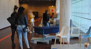 """Tegoroczna, ósma edycja festiwalu w Gdyni odbywała się od 3 do 12 lipca, a hasłem przewodnim imprezy były """"Sieci"""". Wydarzeniu towarzyszyły wystawy promujące polski design."""