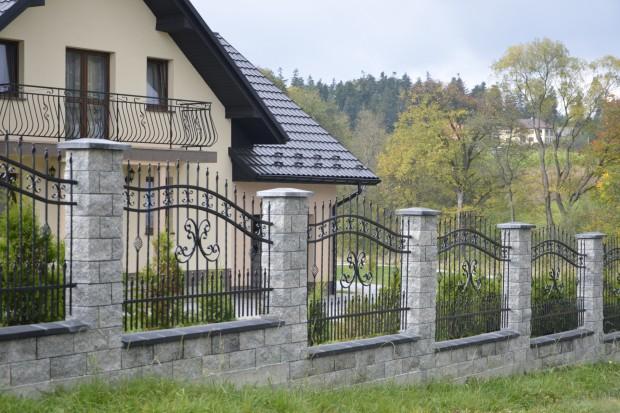 Budowa ogrodzenia: krok po kroku