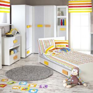 Jasne meble dla dziecka z serii Irene Fruity firmy Marmex zdobią kolorowe uchwyty, które uatrakcyjniają wygląd frontów. To one wyznaczają kolorystykę dodatków. Fot. Marmex.