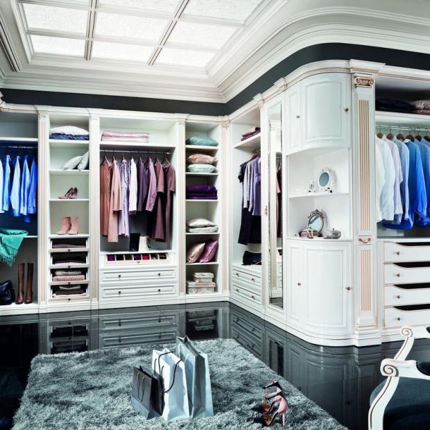 Garderoba w sypialni. Wygodne i funkcjonalne rozwiązania