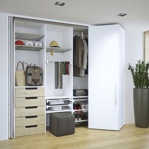 System Hawa Concepta firmy Peka można bez problemu zastosować w każdej szafie. Ciekawie prezentują się drzwi otwierane jak harmonijka. Fot. Peka