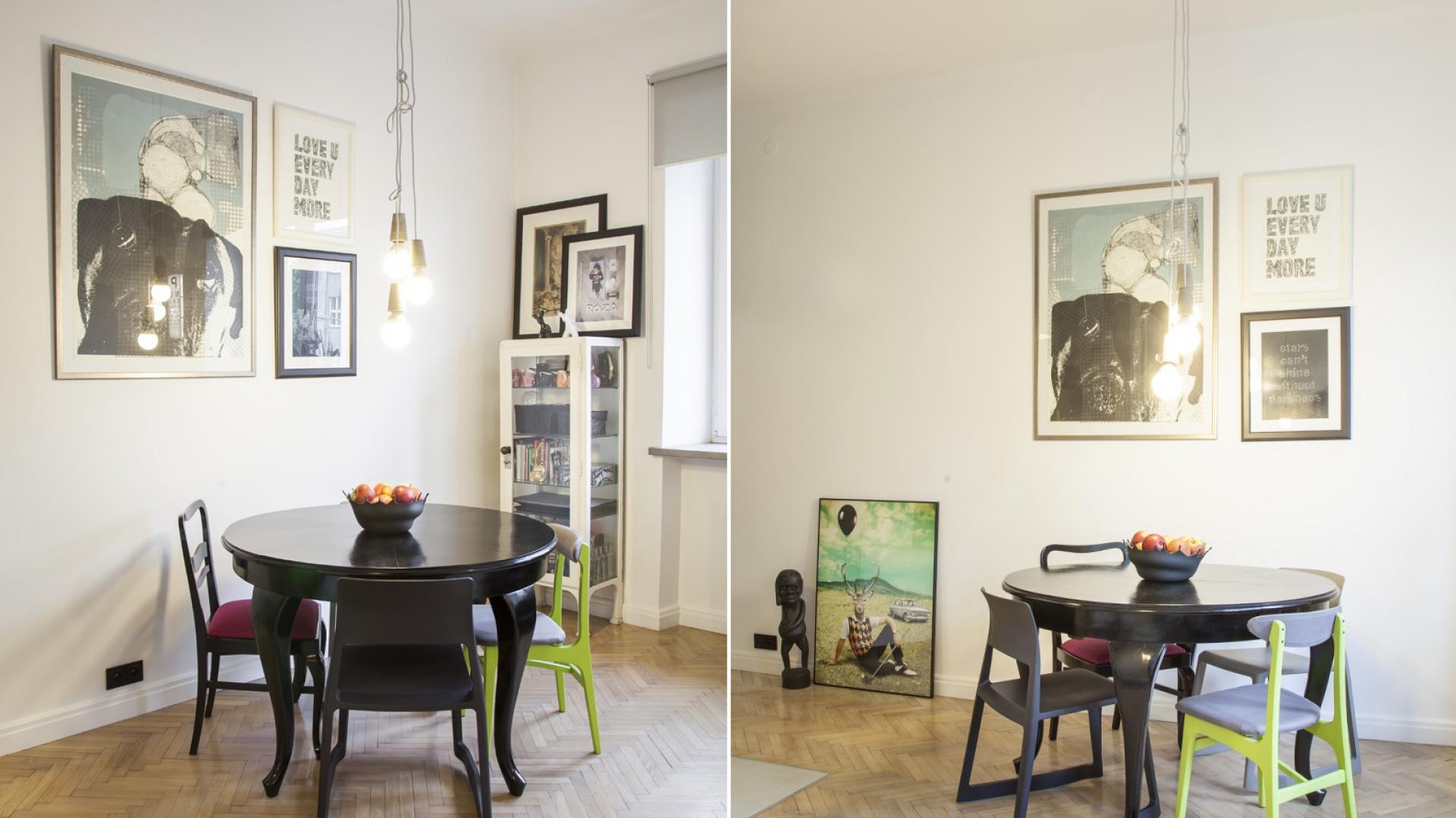 W mieszkaniu ważną rolę odgrywają detale, jak edisonowskie żarówki zwisające na odsłoniętych oplotach i obramowane grafiki i sentencje. Projekt: Joanna Pytlewska-Bil i Danuta Dziubek. Zdjęcia: Łukasz Borusowski.