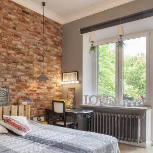 Z sypialni domownicy mogą bezpośrednio udać się na spory balkon. Projekt: Joanna Pytlewska-Bil i Danuta Dziubek. Zdjęcia: Łukasz Borusowski.