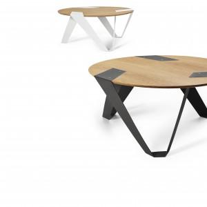 MOBIUSH to stolik kawowy zainspirowany wstęgą Mobiuesa. Powyginane w interesujący kształt aluminiowe nogi podpierają fornirowany blat. W zależności od kąta patrzenia, mebel przyjmuje inną formę. Fot. Tabanda.
