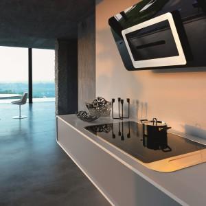 Płyta grzewcza może być również idealnym elementem dekoracyjnym nowoczesnej kuchni, dopasowanym do innych sprzętów AGD, np. okapu. Na zdjęciu: płyta Franke Sinos Como. Fot. Franke.