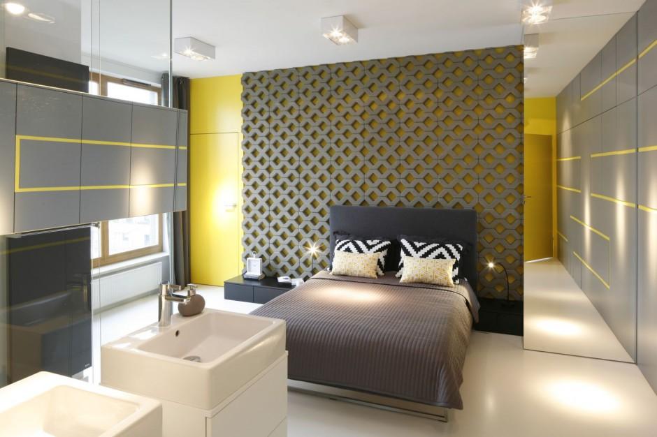 W centralnym miejscu...  Sypialnia z łazienką. Najlepsze pomysły z polskich domów  Strona: 3