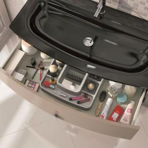 Praktyczny organizer na akcesoria łazinkowe – standardowe wyposażenie kolekcji Round. Fot. Elita.