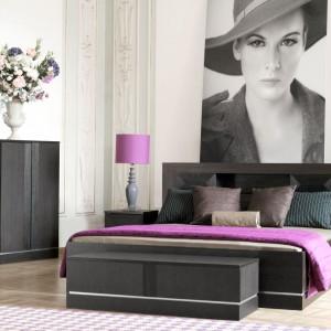 Sypialnia Classic to stylowe meble o prostej stylistyce, które nadadzą wnętrzu animuszu. Warto je łączyć z kolorowymi tkaninami o eleganckich fakturach. Fot. Meble Vox.