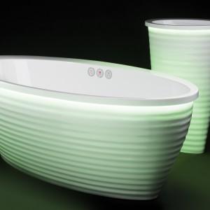 Wolno stojące wanna i umywalka z kolekcji Boomerang marki Vayer idealnie wpisują się w aranżację łazienki w różnych stylach. Fot. Vayer.