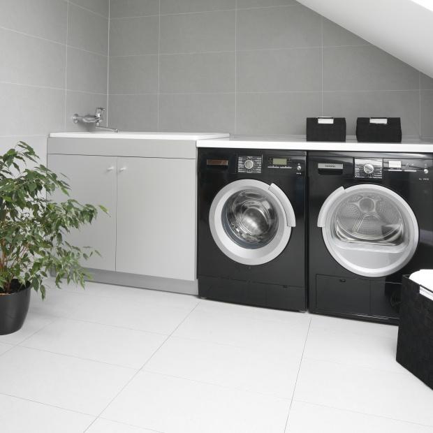 Łazienka z pralką: zobacz najlepsze pomysły na zabudowę