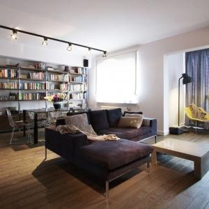 Wystrój mieszkania zainspirowany jest stylem industrialnym, z domieszką elementów charakterystycznych dla starych kamienic. Projekt i zdjęcia: Soma Architekci.