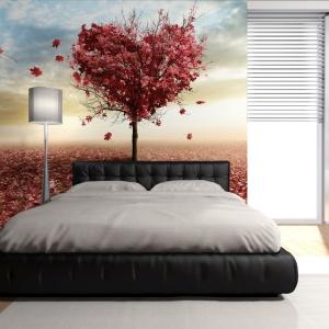 Sypialnia jest poniekąd miejscem miłosnych uniesień, a dzięki fototapecie można wprowadzić do niej wątek romantyczny. Fot. DecoMania