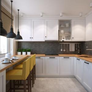 Białe, chłodne fronty mebli kuchennych tworzą iście skandynawski klimat, gdzie jest mroźno i chłodno. Tylko czasem, wyjdzie ciepłe słońce w postaci stołków barowych, drewnianego blatu oraz rolet rzymskich. Projekt i wizualizacje: Alexei Ivanov i Pavel Gerasimov / Studio projektowe Geometrium.