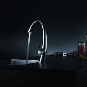 ZOE to prawdziwie nowoczesna bateria. Nowatorskim rozwiązaniem jest technologia LUMINAQUA® LED, która spektakularnie podświetla strumień wody. Fot. Franke.
