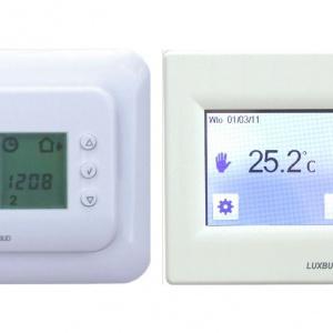Sterowanie temperaturą jest proste i odbywa się za pomocą zainstalowanych na ścianie termostatów. Na zdjęciu modele LCC-1 i LTFT-19. Fot. LUXBUD.