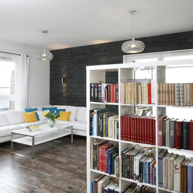 Książka w salonie. 15 sposobów na domową biblioteczkę