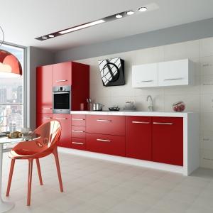 Matowe powierzchnie jasnych płytek podkreślają minimalistyczny styl kuchni. Ciekawe nadruki dodają nowoczesnego charakteru – kolekcja City Call marki Opoczno. Fot. Opoczno.