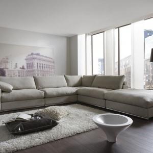 Narożnik modułowy Alberta to propozycja marki Primavera. Głębokie siedziska i szerokie poduchy zapewniają niezwykły komfort użytkowania. Fot. Primavera/Galeria Antresola.