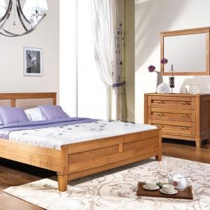Meble z serii Grand Collection wykonano z drewna jesionowego. Zachwycają pięknym rysunkiem drewna oraz ponadczasową, prostą bryłą. Fot. Unimebel.