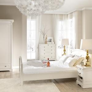 Sypialnia Prowansja inspirowana jest prowansalskim stylem. Meble mają delikatną i niezwykle subtelną stylistykę. Fot. Fameg.