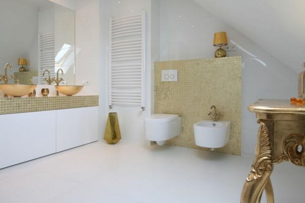 Białe łazienki - 15 modnych wnętrz z polskich domów