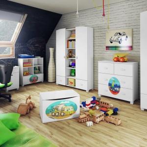 Kolekcja Toys to meble dedykowane małym miłośnikom bajek. Na frontach mebli znajdziemy wiele postaci z ulubionych bajek. Fot. Miretto.
