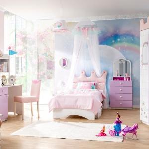 Meble z kolekcji Royal Lady zamienią pokój dziewczynki w prawdziwy zamek królewski. Meble są nie tylko funkcjonalne, ale mogą też służyć do zabawy. Fot. Kids&Teens.