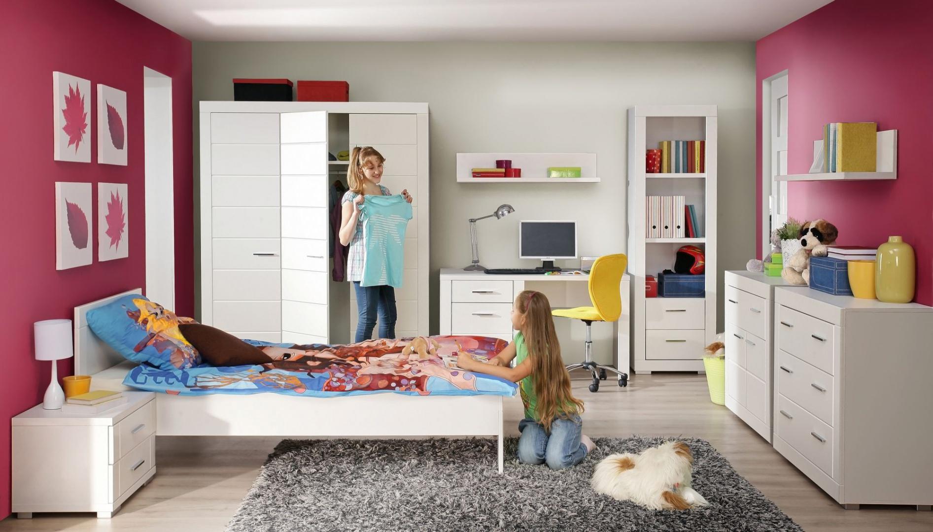 Kolekcja Snow do pokoju dziecka to modne, białe meble, które ożywią każdą aranżację. Dla przełamania monotonii białego koloru, warto zestawić meble z kolorowymi ścianami. Fot. Forte.