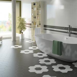 Tylko biel i czerń - płytki heksagonalne Hexatile firmy Equipe Ceramicas. Fot.  Equipe Ceramicas.